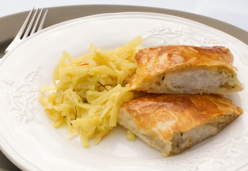 Heilbutt in Blätterteighülle an Safrankraut